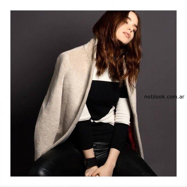 sweater a rayas y pantalon simil cuero negro Akiabara invierno 2014