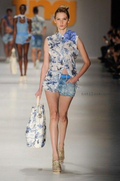 camisa sin mangas estampada tonos azules y short de jeans- tendencia de moda verano 2016