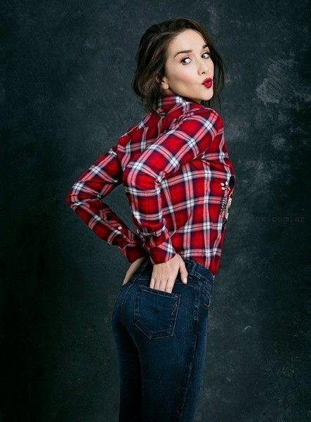 50eabfd88 Las Oreiro – Jeans chupin y camisa escocesa invierno 2016 – Moda ...