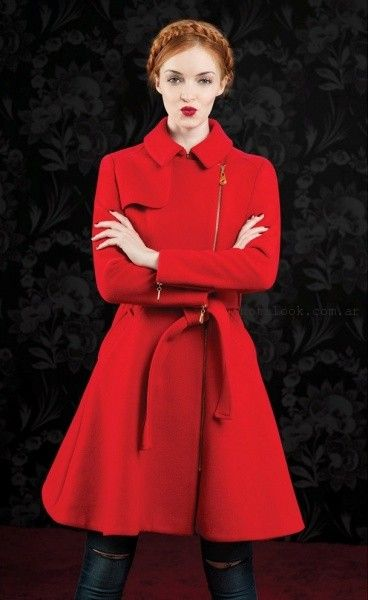 Las Oreiro - Jeans chupin y tapado rojo invierno 2016