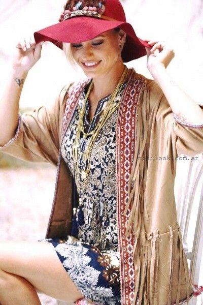 Vars Moda vestido estampado hungaro y campera con flecos invierno 2016