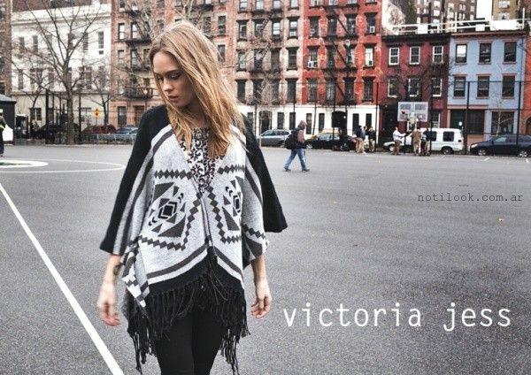 poncho gris y negro  - Victoria Jess invierno 2016