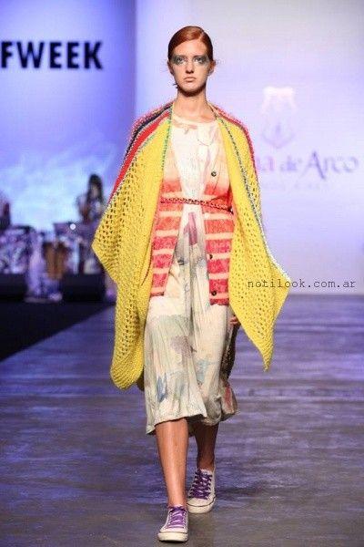 Poncho tejido amarillo invierno 2016 - Juana de Arco