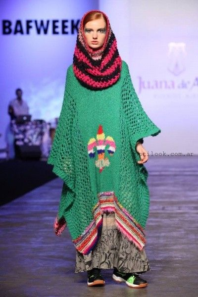 Poncho tejido ferde con polera invierno 2016 - Juana de Arco