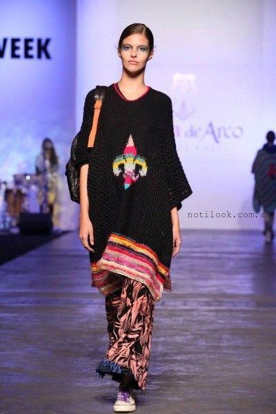 Poncho tejido negro invierno 2016 - Juana de Arco