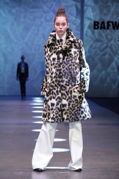 tapado animal print de piel sintetica Allo Martinez invierno 2016