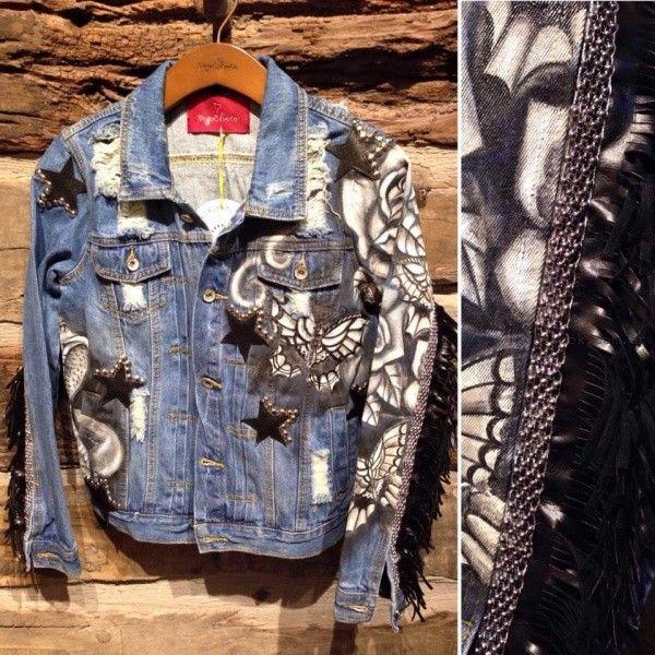 campera de jeans con apliques de estrellas tachas y flecos Pago chico invierno 2016