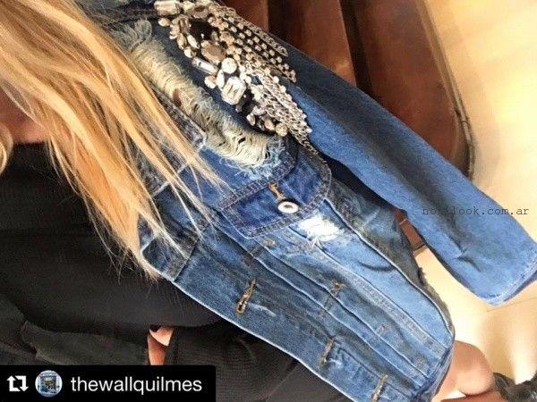 campera de jeans con bordado en piedras Pago chico invierno 2016
