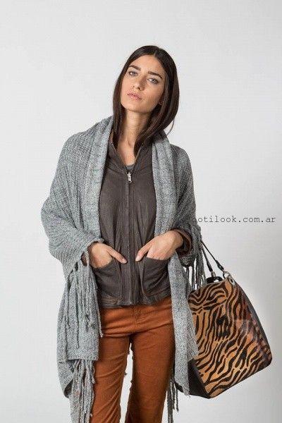 abrigo tejido estilo capa Marcela Pagella invierno 2016