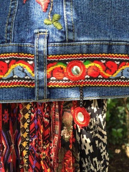 apliques y bordados sobre campera de jeans Las Dumas invierno 2016