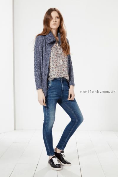 look casua con jeans chupin y zapatillas Pepe Jeans invierno 2016