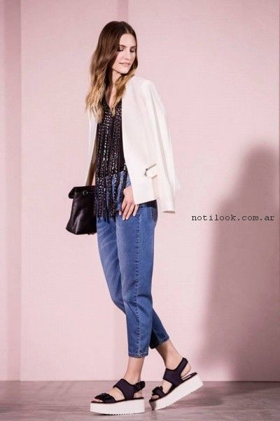 Jeans y blusa negra Vitamina primavera verano 2017.