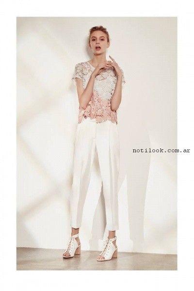 blusa de guipur y pantalon de vestir Clara Ibarguren verano 2017