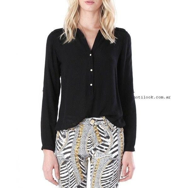 camisa negra y pantalon estampado  verano 2017 - Markova
