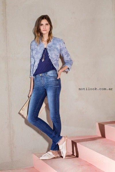 jeans chupin y blusa azul Vitamina primavera verano 2017.