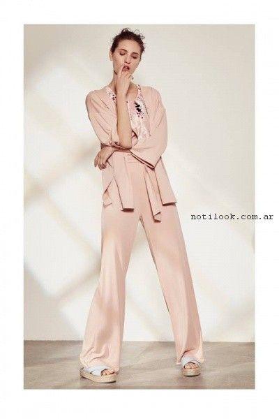 pantalon de vestir y kimono rosa Clara Ibarguren verano 2017