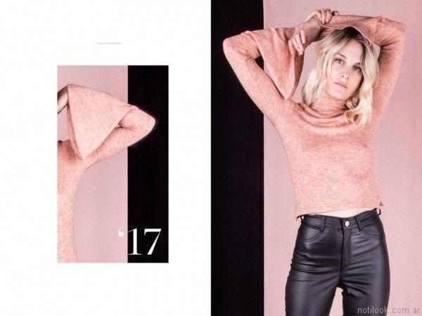 Pantalon simil cuero con top mangas largas y anchas invierno 2017   Reina Ana