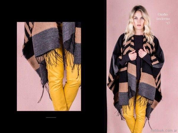 Poncho tejido con pantalon mostaza simil cuero invierno 2017   Reina Ana