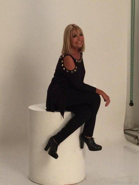 blusa negra sin hombros para señoras invierno 2017 Adriana Costantini