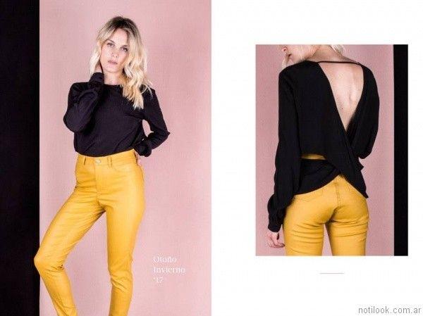 blusa negra y pantalon mostaza invierno 2017   Reina Ana