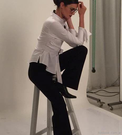 camisa blanca y pantalon negro para señoras Adriana Costantini invierno 2017