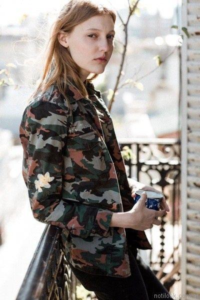 chaqueta camuflada mujer john cook otoño invierno 2017