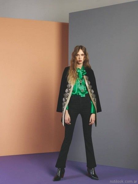 chaqueta larga con bordado dorados Maria Cher otoño invierno 2017