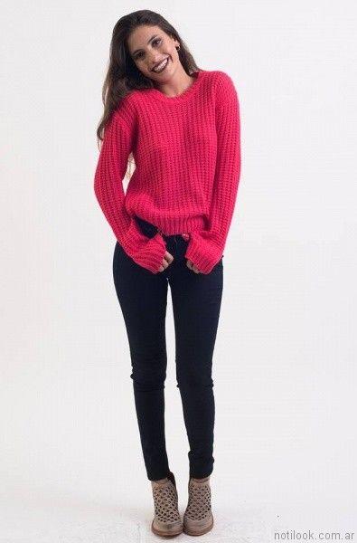 jeans azul y sweater fucsia desvio jeans otoño invierno 2017