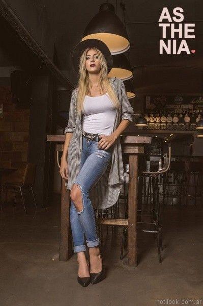 jeans roto y camisa larga a rayas Asthenia otoño invierno 2017