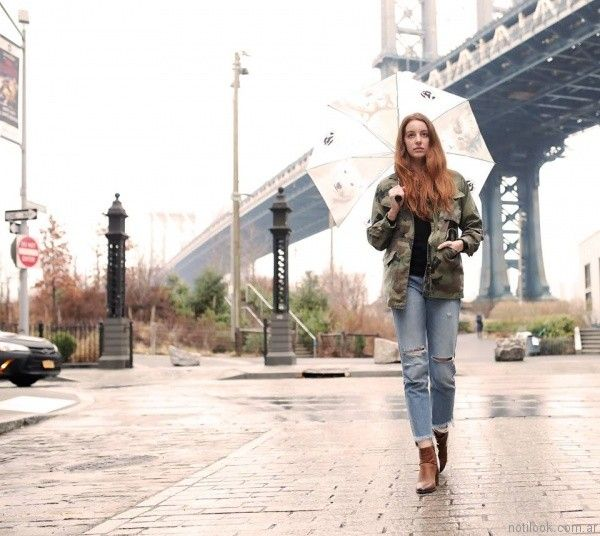 jeans rotos y parka mujer Diosa Luna otoño invierno 2017