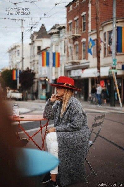 b48e8a11bcd43 sombreros y galeras para mujer de fieltro Compañia de sombreros otoño  invierno 2017. sombrero australiano rojo Compañia de sombreros otoño  invierno 2017