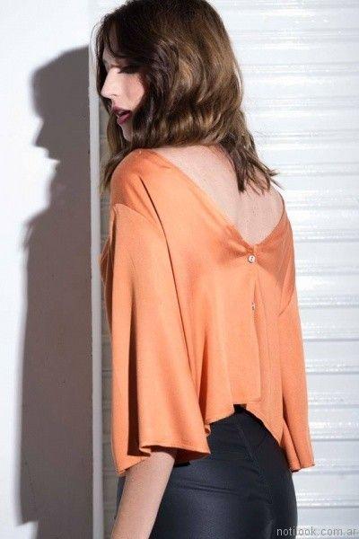 blusa de seda con botones en espalda Caviar invierno 2017
