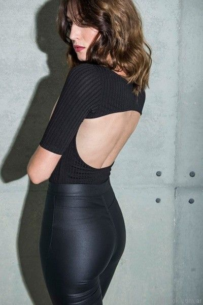 remera con espalda semi abierta con recorte Caviar invierno 2017