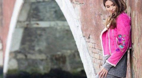 campera de cuero rosada y pantalon tejido Carola Lev otoño invierno 2017