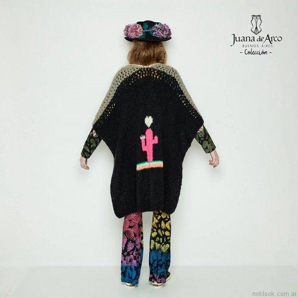 espalda de poncho con estampados Juana de arco invierno 2017