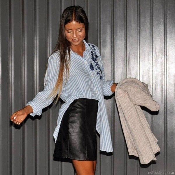 falda corta de cuero Velvet otoño invierno 2017