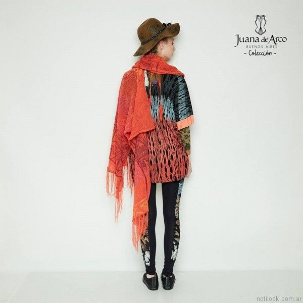 poncho rojizo Juana de arco invierno 2017