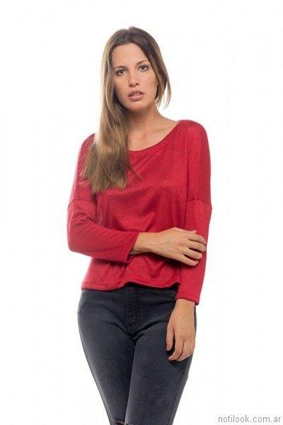 remera mangas largas roja con recortes Cuesta azul otoño invierno 2017