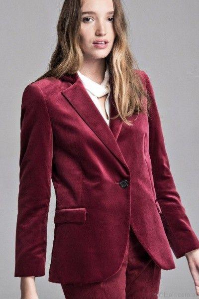 traje de mujer bordo en terciopelo Giesso mujer otoño invierno 2017
