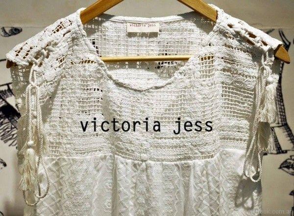 blusa combinada con tejido a crochet Victoria jess Primavera verano 2018