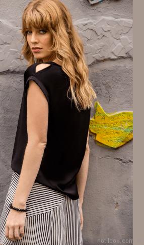 blusa negra musculosa y falda a rayas Brasco primavera verano 2018