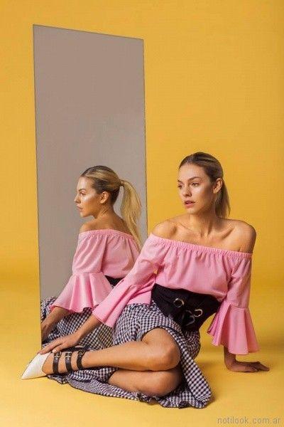 blusa con mangas acampanadas y pollera a cuadros tramps moda juvenil primavera verano 2018