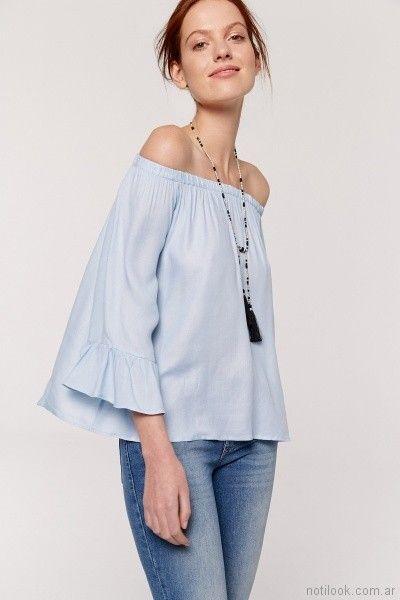 camisola celeste con volados en mangas y hombrod descubierntos Yagmour primavera verano 2018