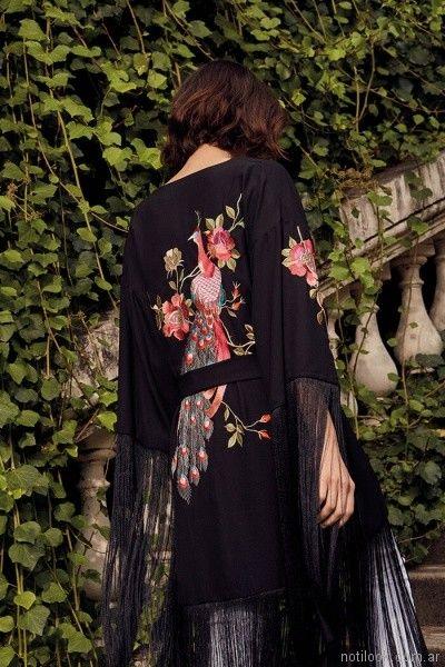 kimono con flecos y bordado floral Uma primavera verano 2018