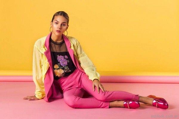 pantalon de gabardina elastizada blusa con impresiones y transparencias tramps primavera verano 2018