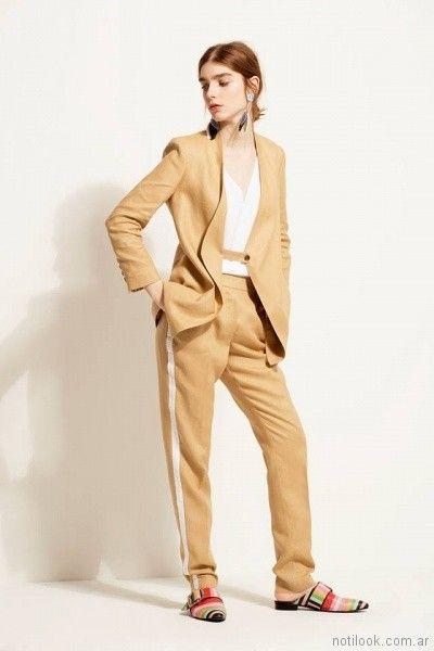 traje para mujer con pantalon con rayas laterales Carmela Achaval primavera verano 2018