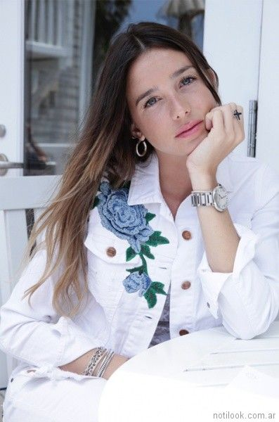 campera jeans blanca con bordado Lovely Denim verano 2018