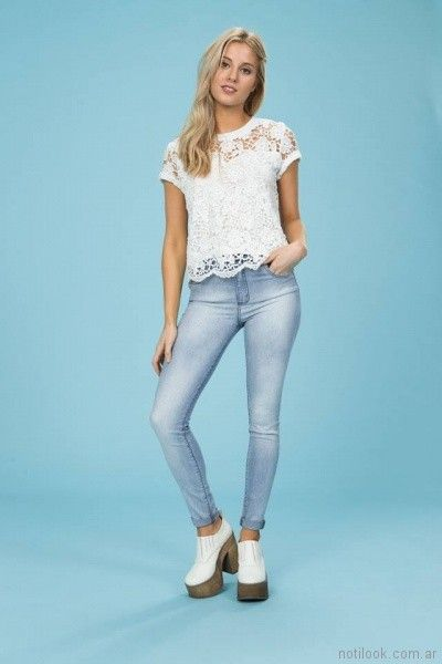 jeans chupin y remera de encaje blanca Tabatha Jeans verano 2018