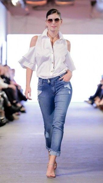 look con jeans con parche y camisa para señoras Adriana Costantini verano 2018