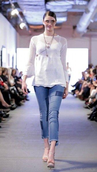 look con jeans rusticos para señoras Adriana Costantini verano 2018